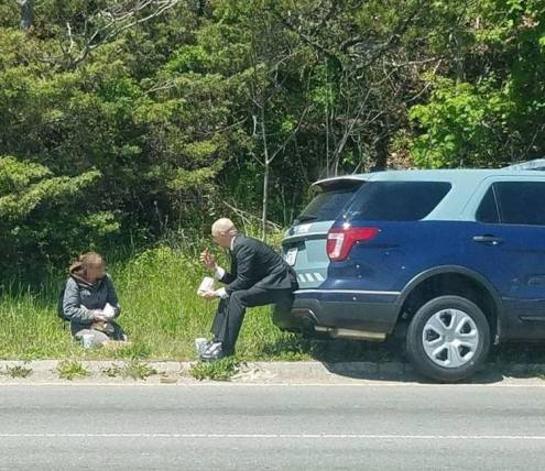 State Trooper buys meal for panhandler in massachusetts
